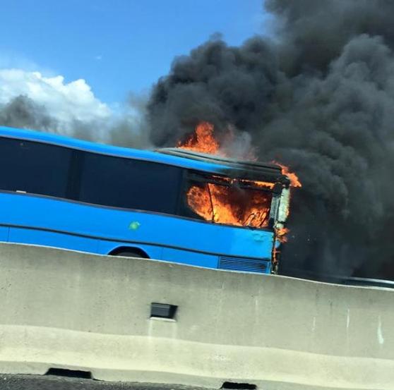 Tre Chilometri Di Coda Sull'A11 Per Un Incendio Su Un Bus