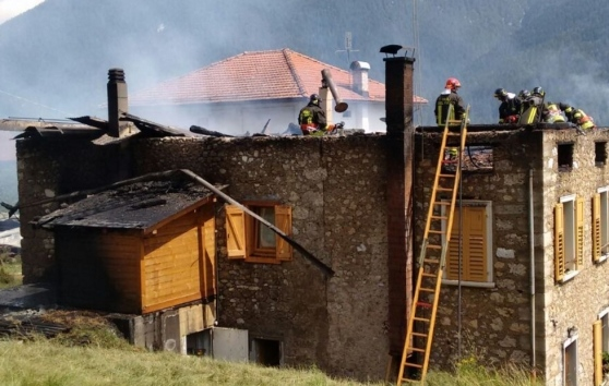 Dramma A Domegge Casa Distrutta Da Un Incendio